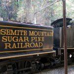 Am Zwischenhalt wird die Yosemite Mountain Sugar Pine Railroad mit Wasser befüllt