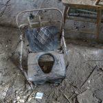 Ein alter Kindertoilettensitz in der Geisterstadt Bodie