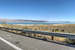 Der Mono Lake vom Highway aus gesehen