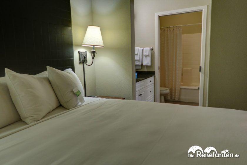 Schlafzimmer, Waschraum und Badezimmer im Hyatt House San Ramon