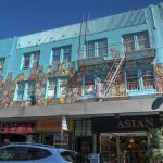 Künstlerische Häuserfassade in Chinatown in San Francisco
