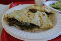 Quesadillas con Carne Asada bei Tacos El Gavilan in Hollywood