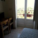 Einfach eingerichtetes Doppelzimmer im Hotel Dania in Sorrento