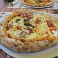 Pizza Diavolo in der Antica Pizzeria Dell' Angelo in Neapel