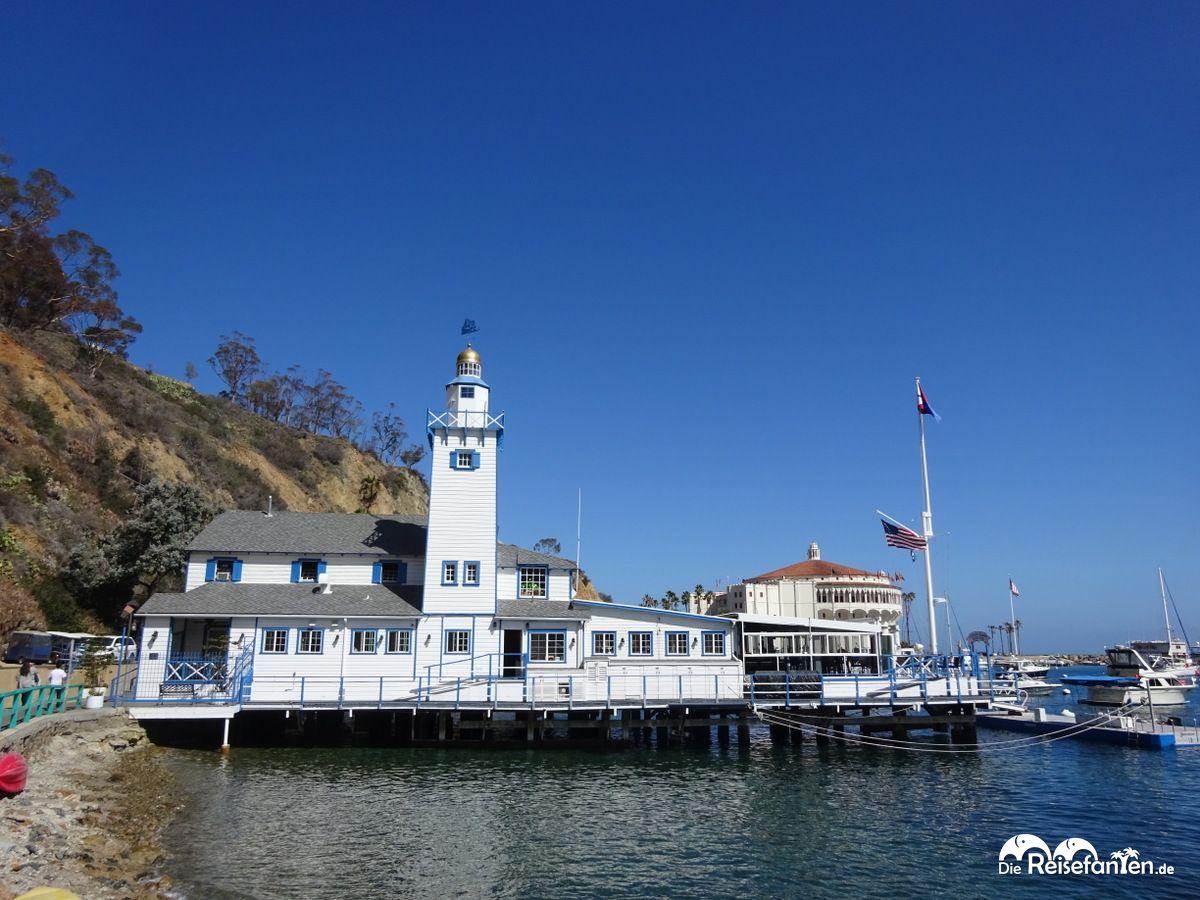 Avalon auf Catalina Island versprüht eine Fischerdorfatmosphäre