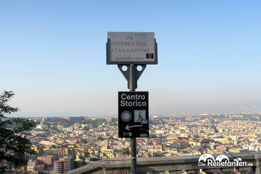 Hinweisschild im Stadtteil Vomero