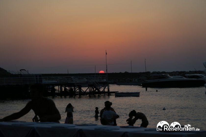 Sonnenuntergang am Strand von Massa Lubrense