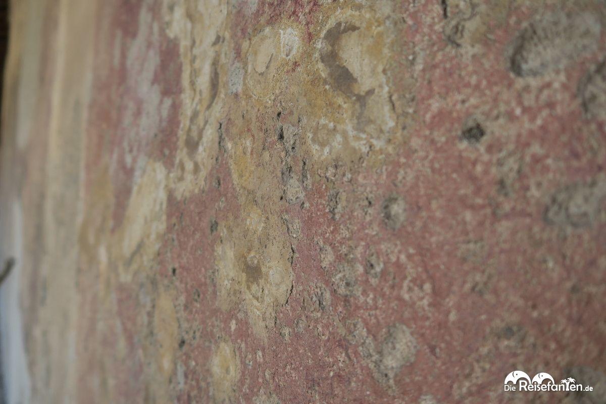 Die Farbe an den Wänden ist in Pompeji noch teils gut ...