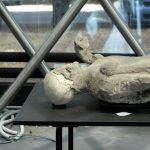 Ein aufgebahrter Toter aus Pompeji