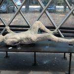 Ein liegender Toter aus Pompeji