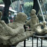 Tote Erwachsene und Kinder aus Pompeji