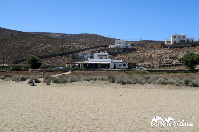 Von der Taverna Fokos zum Strand sind es nur wenige Meter