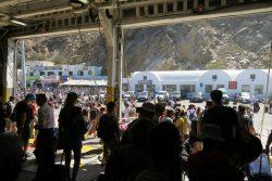 Verlassen der Fähre der Golden Star Ferries auf Santorini
