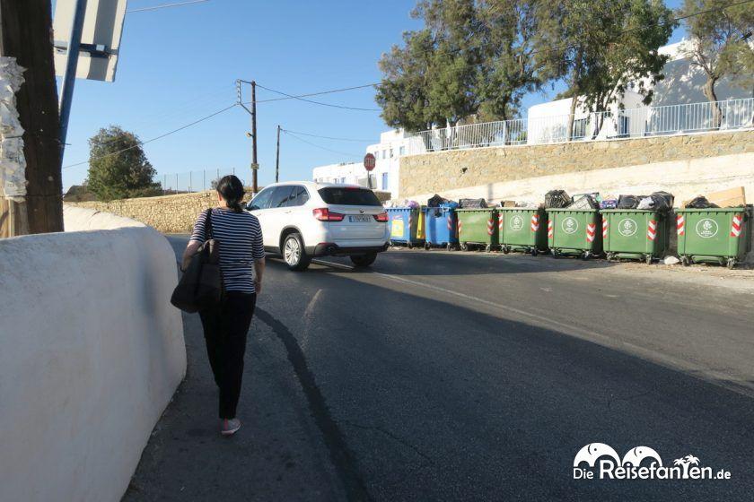 Die vielbefahrene Straße vom Magas Hotel auf Mykonos in die Stadt