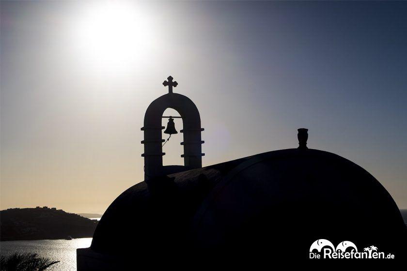 Eine griechische Kirche vor dem Himmel auf Mykonos