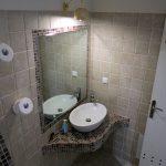 Badezimmer im Hotel Villa Manos auf Santorini