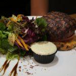Beef Burger im Restaurant Kokkalo auf Santorini