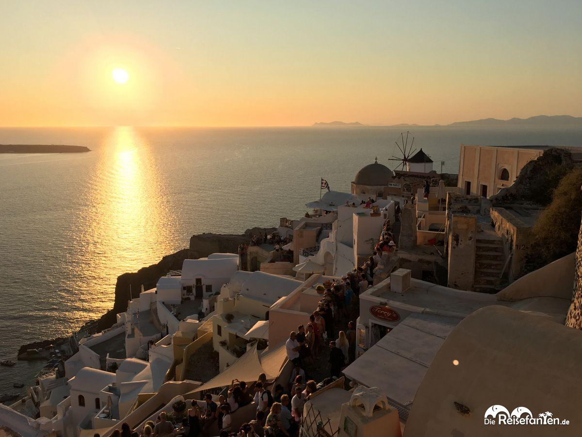 Der Sonnenuntergang wird in Oia zelebriert