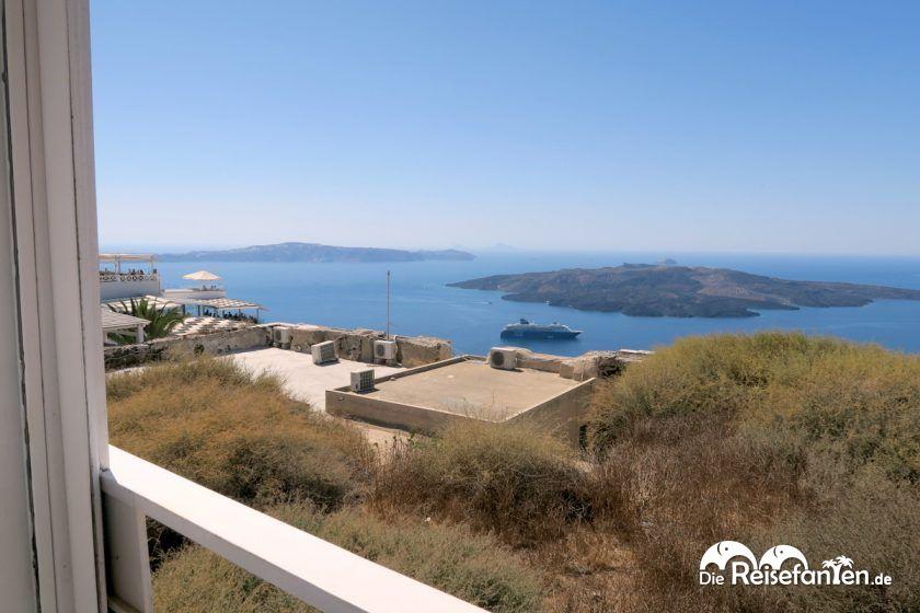 Aussicht von der Stani Tavern in Fira auf Santorini