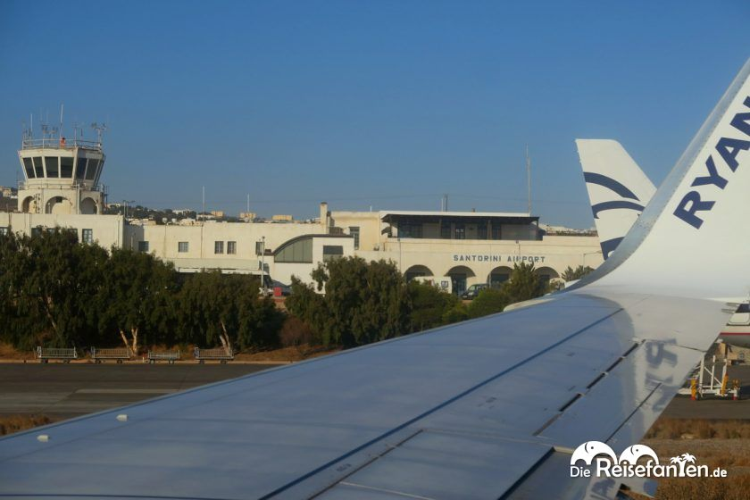 Zahlreiche Flugverbindungen gibt es zum Flughafen von Santorini