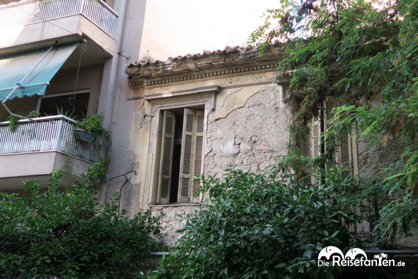 Das Athener Stadtbild ist auch von alten Gebäuden geprägt