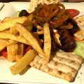 Hauptgericht im Restaurant Alexander The Great in Athen