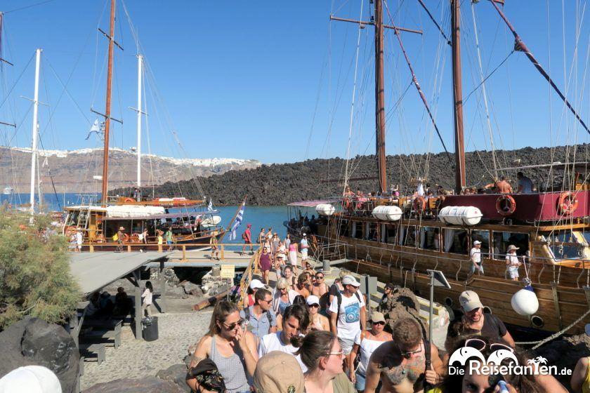 Anlegestelle des Bootes an der Caldera