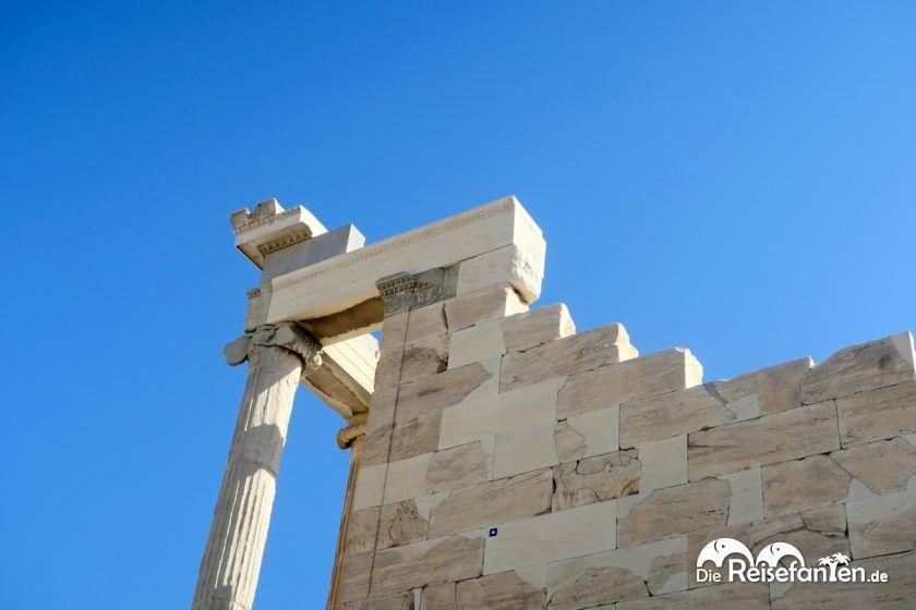 Erhaltene Steine der Akropolis in Athen