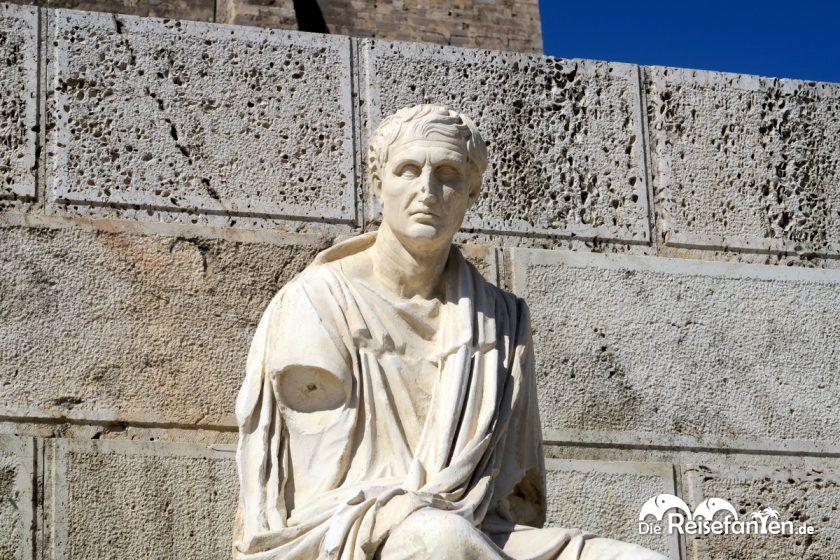 Statuen finden sich zuhauf an der Akropolis in Athen