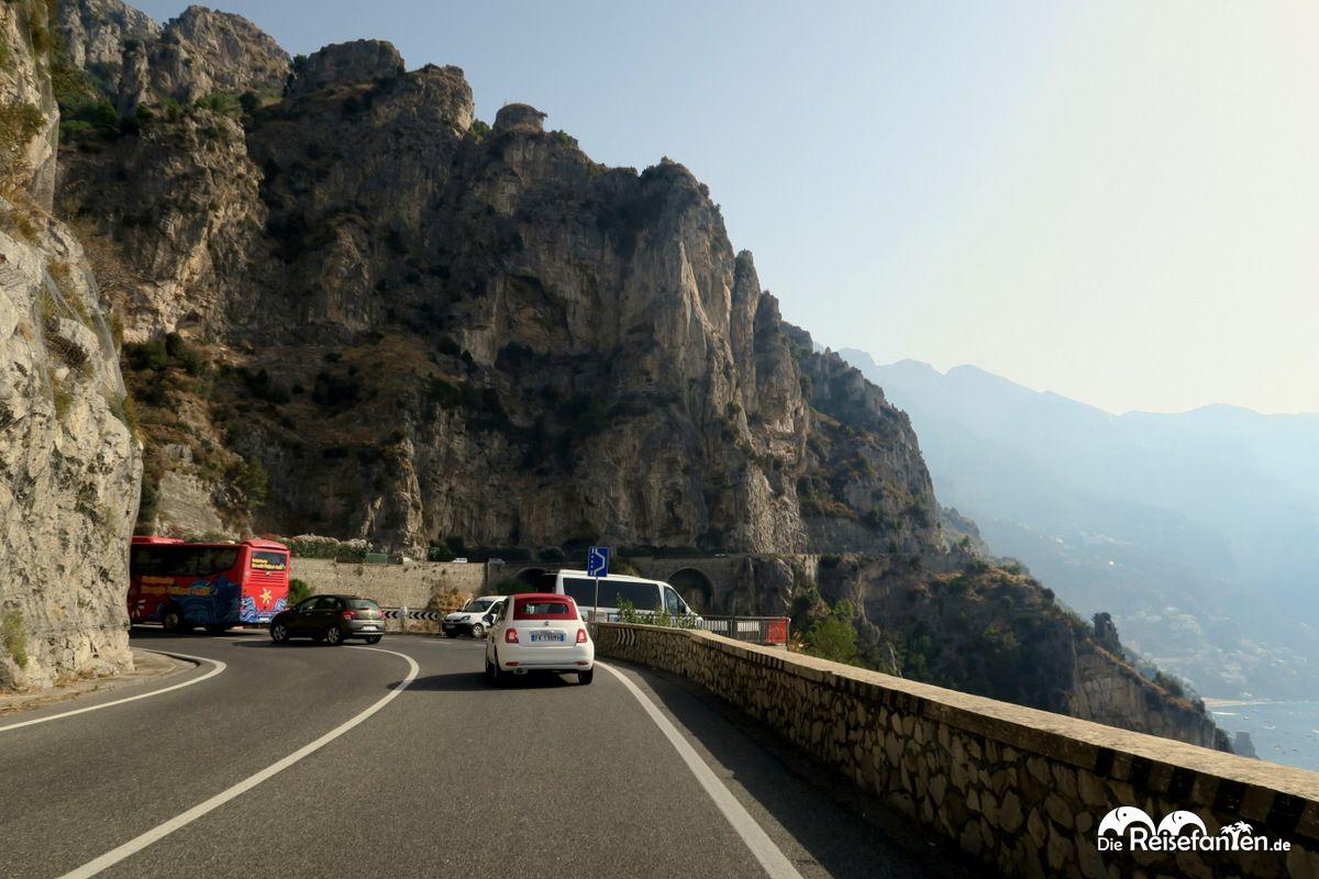 Noch wenig Verkehr auf der Amalfitana