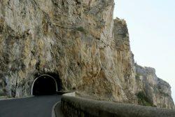 Tunnel entlang der Amalfitana