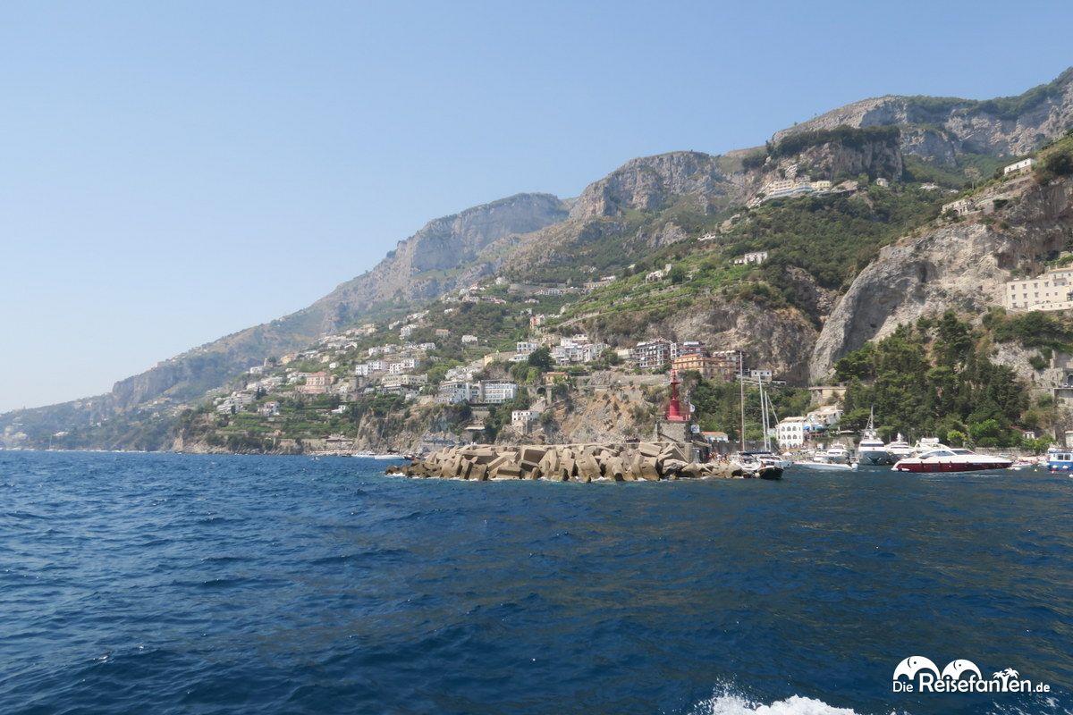 Bei der Hafenausfahrt von Amalfi Stadt