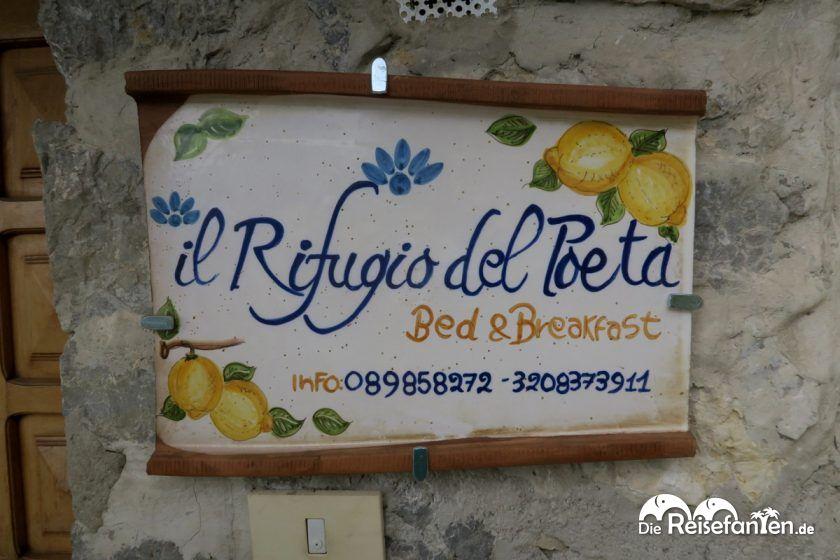 Liebevoll gestaltetes Pensionsschild vom Il Rifugio del Poeta in Ravello