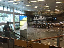 Ankunft am Flughafen in Singapur