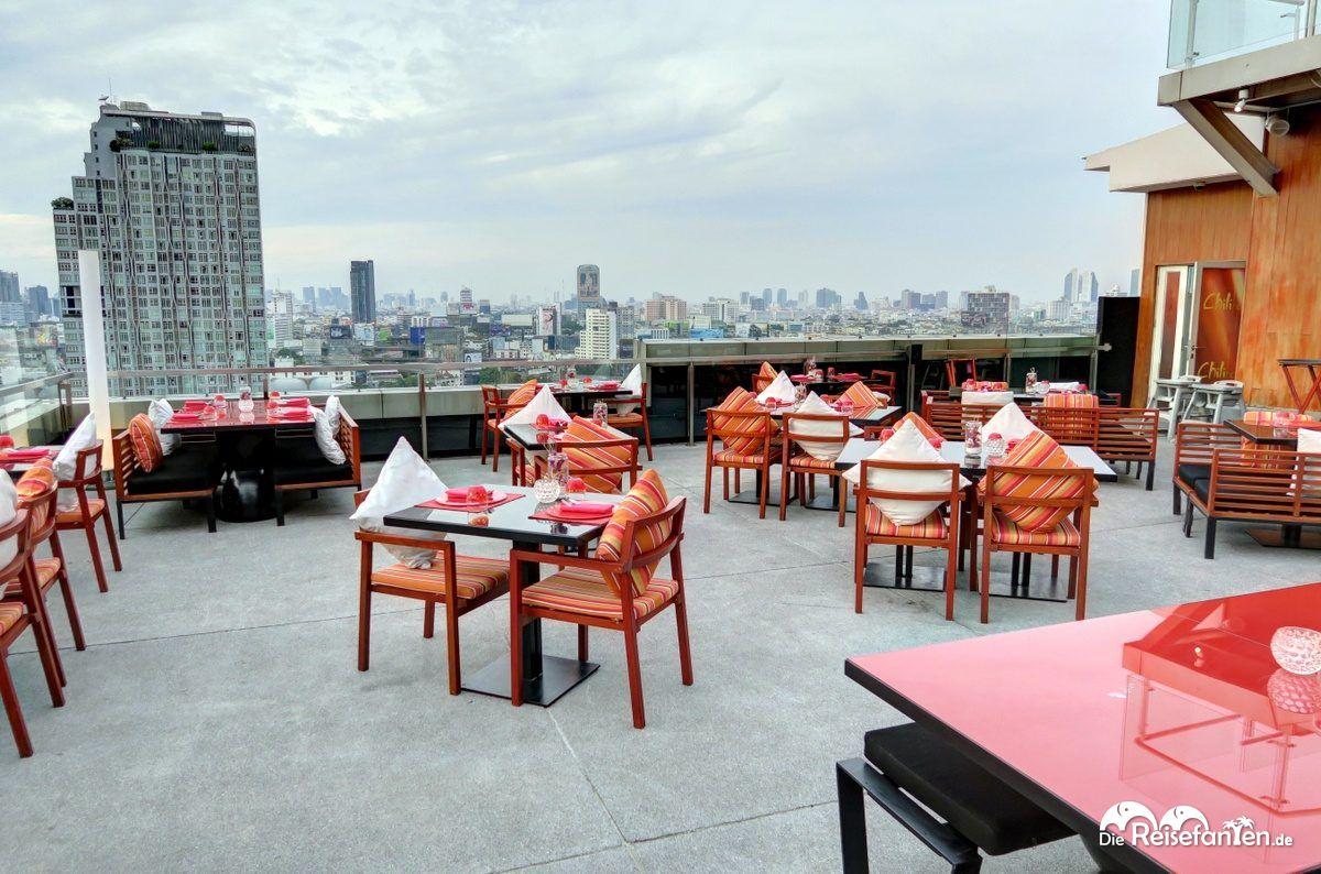 WALK Bar über den Dächern der Stadt im Centara Watergate Pavillion Hotel Bangkok