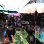 Auf dem Markt von Nonthaburi