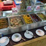 Eingelegte Früchte im Baiyoke Sky Hotel in Bangkok