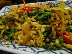 Feines Chicken im Restaurant Queen of Curry in Bangkok