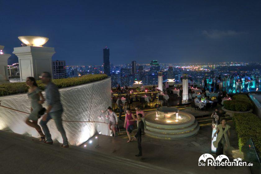 Treppe zum Restaurant und zur Bar der Sky Bar im Lebua in Bangkok