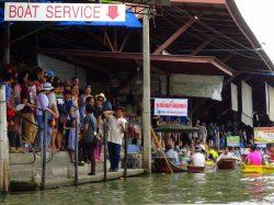 An der Hauptanlegestelle des Floating Markets war viel Betrieb