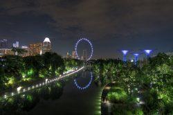 Blick auf das Riesenrad in Singapur