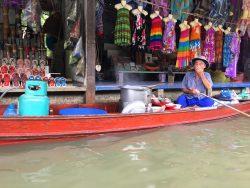 Die Arbeit auf dem Floating Market kann anstrengend sein