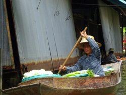 Marktfrau auf dem Floating Market