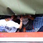 Wenn der Zug am Mae Klong Markt vorbeifährt, wird es richtig eng