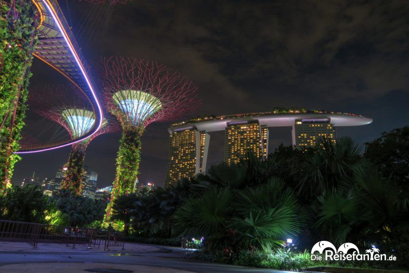 Blick vom Gardens of the Bays auf das Marina Bay Sands in Singapur