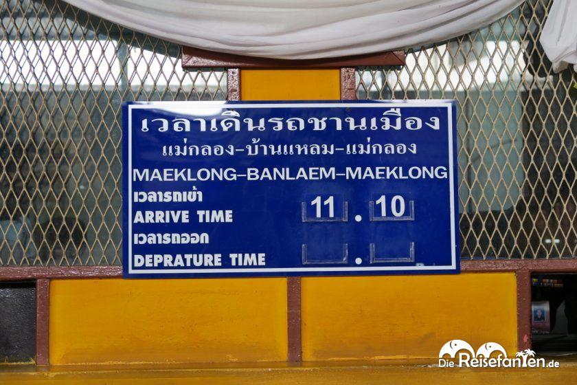 Die Haltestelle am Mae Klong Markt