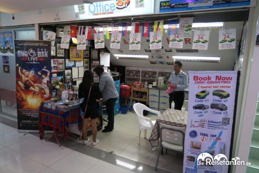 Im Centara Pavillion Hotel in Bangkok hat Julie ihr Büro