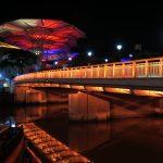 Am Clarke Quay in in Singapur bei Nacht