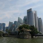 Blick auf Downtown Singapur während der River Cruise in Singapur