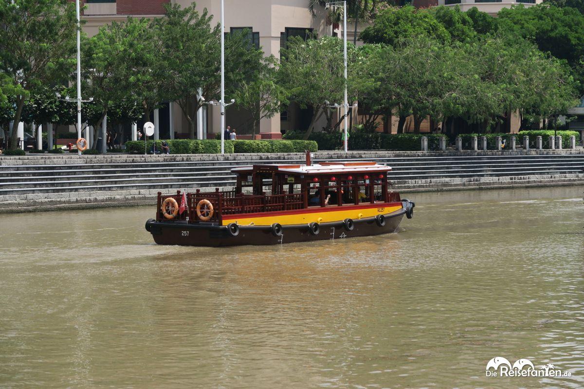 Boot während der River Cruise in Singapur